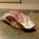 菊鮨 - ◆カマス(大阪)・カマスは淡白なイメージでしたが、炙ることで旨みが増しています。