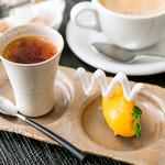 Francais La Porte - 沖縄産やんばる黒糖のクレームブリュレ