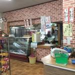 阿蘇 丸福 - (精肉コーナーはガラガラでしたが)肉の販売所も