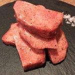 焼肉 炭聖 - 厚切り上タン塩