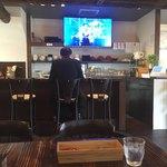 神戸ラーメン さざん - サザンの映像がビックスクリーンに