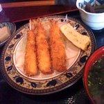 お食事処 明神 - 大きな海老フライとこんもり野菜