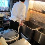 天丼 金子半之助 - 厨房