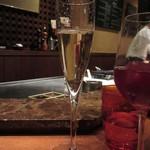 ミディアム・レア  - シャンパンを