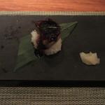 ミディアム・レア  - フォアグラのソテーお寿司仕立て