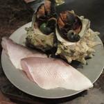 ミディアム・レア  - 志賀島産サザエと甘鯛