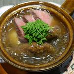 80211478 - 飛騨牛ヒウチ、椎茸、里芋の小鍋