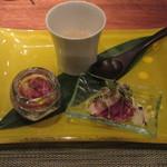 ミディアム・レア  - 鮮魚胡麻和え、鴨の生ハム炙り、冬の味覚のスープ