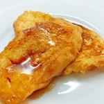 カリーノ - フレンチトースト*焼きたてのフレンチトーストにはちみつをかけて。