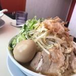 ラーメン つけ麺 天高く翔べ! - らーめん(スペシャル盛り)野菜、ニンニク、アブラ、カラメ増し