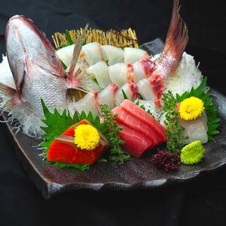 毎朝市場から取寄せる新鮮食材の数々。季節の恵みをご提供!