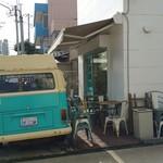 KAMO Kitchen - ワーゲンバスのバックシャン。お顔はお店のHPからどうぞ