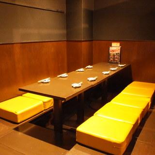ご宴会向けの半個室はゆったりくつろげる掘りごたつ席♪
