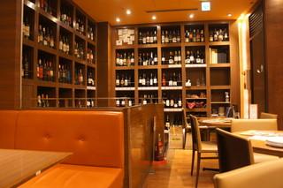 MEAT&WINE ワインホールグラマー 池袋 - 店内