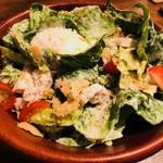 渋谷 鳥ぶらん - 鶏ささみと温泉卵のシーザーサラダ