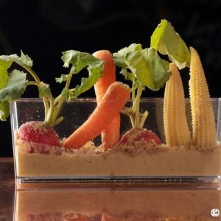 無農薬野菜など国産のものを中心とした食材