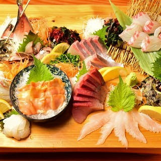 旬の魚、珍しい魚などその日限定のおすすめもございます