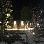 スターバックスコーヒー - 2018/01 2年半弱ぶりの訪問。夜6時半過ぎ…寒い〜。さすがにテラス席を利用している人はいない