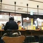 武蔵野うどん こぶし - 立川駅ナカではわりとゆったりした店内。