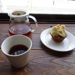 80230419 - ハンドドリップコーヒーとキャロットケーキ