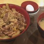 80231184 - メガ牛丼 780円   トン汁たまごセット 200円