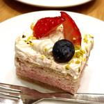チャヤ ナチュラル&ワイルドテーブル - 米粉のいちごスコップケーキ