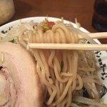 野郎ラーメン - 麺リフト〜