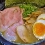 麺匠 たに鶏 - 特製濃厚鶏醤油らーめん(黒)1000円