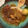 三宿 肉 スパイスカレー ガネック - 料理写真:2種あいがけ(チキンカレー、牛タンスパイスカレー)+スパイスたまご