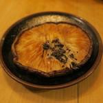 炉端 百式 - 特大椎茸のトリュフバター醤油焼き