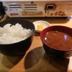 地鶏屋 - ライス、味噌汁、漬物
