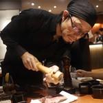 蕃 YORONIKU - カイノミ肉塊に胡椒ふりかけ