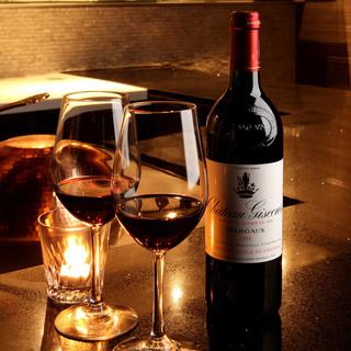 イタリア・フランス産のワインをメインに、充実のラインナップ