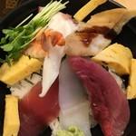 すし市場 正 - 海鮮丼もセルフのおみそ汁付き