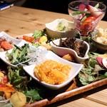 旨味食堂 べじ吉 - 明日香野菜の前菜盛り合わせ~サラダの草原仕立て~(1,280円)