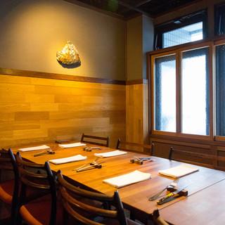 スペイン料理を愉しむための異国情緒溢れる隠れ家空間