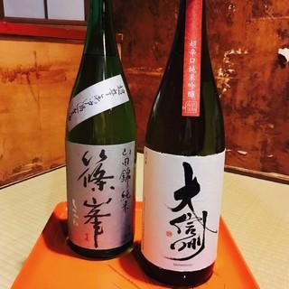 厳選した日本酒と、日本酒に合う肴。