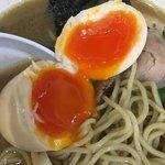 麺工房 武 - 味玉は、割ると綺麗なオレンジ登場です✧*。