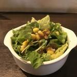 80257258 - サラダ。サニーレタス、水菜、コーン。