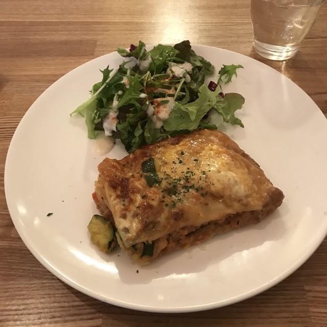 Ωcafe - 自家製ミートソースのラザニア。 税込900円。 美味し。
