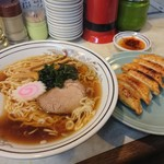 餃子の王さま - 二品で950円