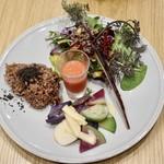 チャヤ ナチュラル&ワイルドテーブル - 季節のマクロビプレート 2デリ ¥1180税込       3デリなら温かいデリも選べます。       次は温かいデリも食べたいな。寒いからね〜。