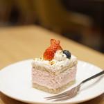 チャヤ ナチュラル&ワイルドテーブル - グルテンフリー・苺のムースのスコップケーキ¥540       マクロビ苺カスタード グルテンフリーパフェも気になりました♡