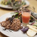 チャヤ ナチュラル&ワイルドテーブル - ビーツとオレンジのスムージー☆甘くて美味しい〜       玄米も美味しかったです。