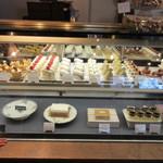 パ・ドゥ・ドゥ洋菓子店 - ショーケース