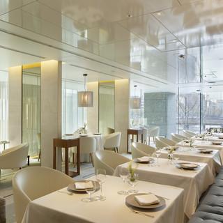 国際的建築家デザインの優美な空間