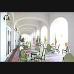 カフェ&ベーカリー カテリーナ - テラス席。緑のガーデンとその向こうのヨットハーバーを眺めながら、ゆったりとした時間を過ごして。
