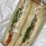 大松ベーカリー - トマトとチーズのサンドイッチ