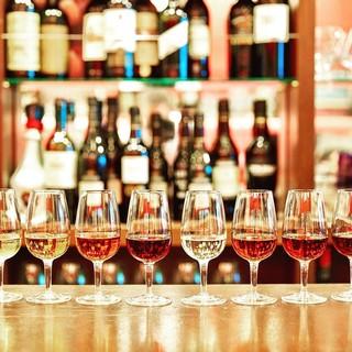 気軽に楽しめる豊富なワインはシェリーが中心!