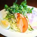 星乃珈琲店 - たっぷり野菜とハムのサラダ